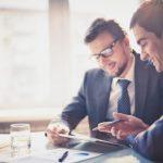 Каква е разликата между консултант и мениджър по продажбите?